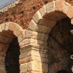 """Nel XIII secolo Verona fu colpita da epidemia di """"male agli occhi"""". I bambini erano i primi colpiti. I genitori chiesero la grazia a Santa Lucia."""