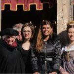 Arrivano le dodici Marie in piazza San Marco insieme al corteo storico al Carnevale di Venezia. La bellezza delle giovani e l'importanza delle tradizioni.