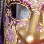 Ha aperto il 36^ mercatino di Carnevale delle maschere e dei costumi veneziani in Campo Santo Stefano, realizzati con i materiali della tradizione.