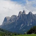 San Martino di Castrozza tra le Pale e il Parco Paneveggio. Conosciuta già nel 1800 da alpinisti e nobili. I canederli.