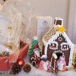 La casetta di Natale è dolce e suggestiva per la nostra tavola. Prepariamola con Aurora, con pasta frolla e ghiaccia reale.