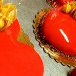 San Valentino, la festa degli innamorati. Il 14 febbraio si donano biglietti d'amore, regali e il dolce Langarola di Aurora.